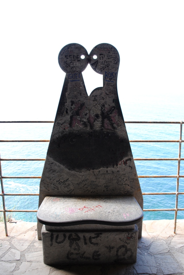 A statue for lovers on the Via dell' Amore
